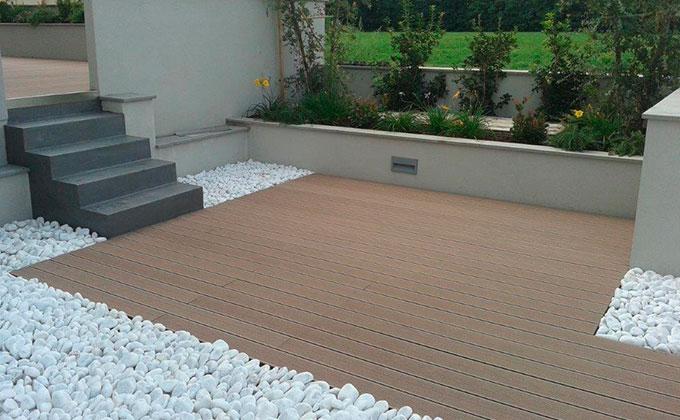 Legno composito per esterni l 39 eleganza del legno per - Pavimento terrazzo esterno ...